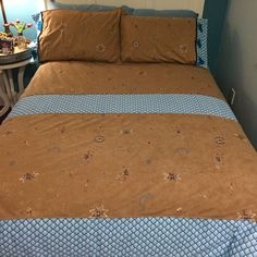 I finished the duvet cover for the horse trailer.