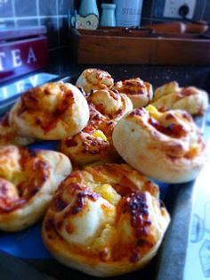 Love, Shoes and Cupcakes: Bread Maker Pizza Scrolls