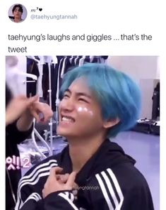 🌿🧚♀️🦋🍓🧺⤾·˚ ༘ ◡̈ i honestly CANNOT get over this video of taehyung it's just so pure and wholesome and all around the cutest thing everrr :(( he just put me on cloud nine with the most idyllic thoughts in my mind ♡ Bts Memes Hilarious, Bts Funny Videos, V Bta, Hyung Tae Kim, V Smile, Bts Selca, Les Aliens, Vkook Memes, V Video