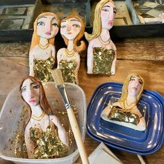 It is Friday, time to put some gold leaf on a few ceramic ladies. 😊 Eight of them.   Next they will be installed in a custom made art box with interior painted like an art gallery.   #ceramic #sculpture #goldleaf #contemporaryart #WIP #art #ceramique #keramik #figurative #アート #彫刻 #コンテンポラリーアート #造形 #セラミックス #фарфор #керамика #gold   #美術品 #artefino #美術 #belleArti #Arti #미술
