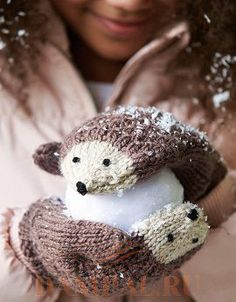 Baby Knitting Patterns Mittens Make these sweet hedgehog mittens as a gift for your daughter or niece this holi. Crochet Mittens, Mittens Pattern, Knitted Gloves, Knit Or Crochet, Crochet Baby, Crochet Pattern, Free Pattern, Pattern Ideas, Free Crochet