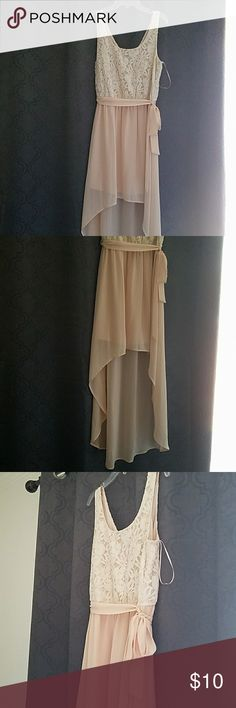Lace high/low dress Cream colored lace top flows into an effervescent peach high/low chiffon dress. Soft cotton lining inside dress. Rose gold zipper in back of dress and flirty sash completes this airy romantic look! In excellent condition. Forever 21 Dresses High Low