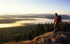To climb our mountains or admire beautiful landscapes, the Eastern Townships is a year-round destination of choice for hiking! Parc National, National Parks, Stations De Ski, Canton, Weekend Activities, Family Weekend, World View, Quebec City, Quebec