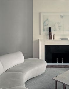 Contemporary Living room with tone on tone decorating. Simple styling with a curved sofa a super neutral and soft color palette. Home Interior, Modern Interior Design, Interior Design Inspiration, Interior Architecture, Design Interiors, Pierre Yovanovitch, Curved Sofa, Minimal Decor, Interior Modern