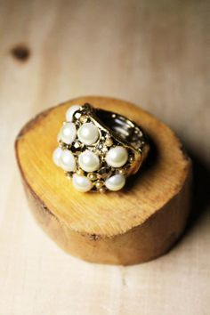 O Anel Pérolas Preciosas é ideal para compor um look mais clássico com sofisticação.