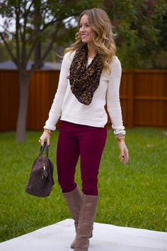 How to Wear Burgundy Jeans or Pants - lots of pics and ideas - love the idea of burgundy pants! Jean Outfits, Casual Outfits, Cute Outfits, Fashion Outfits, Womens Fashion, Jeans Fashion, Fashion Scarves, Fashion Fashion, Outfit Pantalon Vino