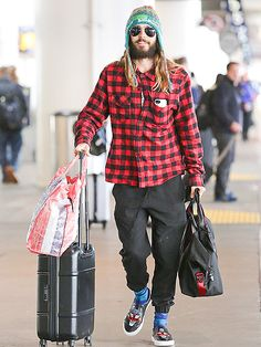 Star Tracks: Monday, November 3, 2014   ROCK 'N' ROLL   We see you! Jared Leto lands at LAX on Sunday looking oh-so-cozy after performing with Thirty Seconds to Mars in New Orleans over the weekend at the Voodoo Music & Arts Experience.