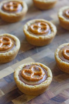 Peanut Butter & Caramel Little Pretzel Cookie Cups ~ These peanut butter cookie cups are amazing and one of my favourite desserts in the whole world.