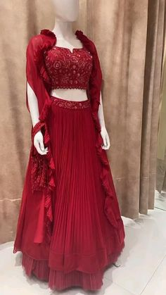 Indian Wedding Gowns, Party Wear Indian Dresses, Designer Party Wear Dresses, Indian Gowns Dresses, Indian Fashion Dresses, Dress Indian Style, Indian Designer Outfits, Fancy Dress Design, Stylish Dress Designs