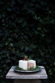 cranberry, vanilla bean and eggnog roll cake // ohhoneybakes.com