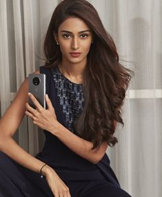 Erica Fernandes TV hottie is a style icon for young people Bollywood Girls, Bollywood Actress, Beauty Full Girl, Beauty Women, Cute Celebrities, Celebs, Tv Actress Images, Erica Fernandes, Indian Tv Actress