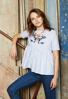 Blouse Mathilde rayée bleu & blanc brodée face Smocks, Short En Jean, Blue Jeans, Style Inspiration, Paris, Collection, Sewing, Shirts, Outfits