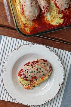 This easy, filling Ricotta Stuffed Chicken Bake makes for a tasty weeknight meal! Just 345 calories or 7 Green, 4 Blue or 4 Purple SmartPoints per serving! Ww Recipes, Clean Recipes, Chicken Recipes, Healthy Recipes, Diabetic Recipes, Fall Recipes, Healthy Food, Recipies, Dinner Recipes