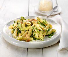 Penne mit Zucchinipesto Penne, Pasta Salad, Pizza, Chicken, Meat, Ethnic Recipes, Food, Dinner Ideas, Heaven