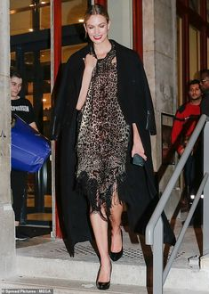 Karlie Kloss in a Gorgeous Glittery Brown Dress Arriving At the Final Paris Haute Couture Presentation Paris, Autumn Winter High Fashion Photography, Glamour Photography, Lifestyle Photography, Editorial Photography, Asymmetrical Design, Karlie Kloss, Street Look, Haute Couture Fashion, Brown Dress