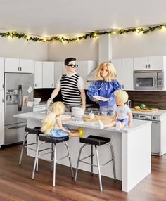How We Redecorated the Culligan Dollhouse for The Holidays - Emily Henderson Dreamhouse Barbie, Barbie Doll House, Barbie Toys, Barbie Life, Barbie Dream House, Barbies Dolls, Barbie Stuff, Monster High Haus, Diy Barbie Furniture