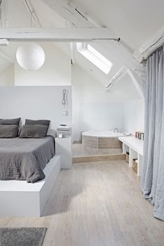 Why attic bedrooms are so cool? Today we share attic bedrooms full of beauty, we are sure that you'll want them as master bedrooms in your home. Attic Bedrooms, Bedroom Loft, Dream Bedroom, Bedroom Retreat, Master Bedroom, Master Suite, Bedroom Color Schemes, Bedroom Colors, White Bedroom