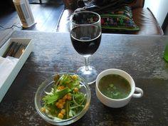 ホノホノカフェ - サラダ、スープ、グラスワイン赤