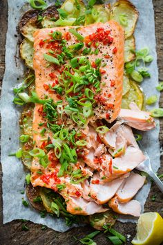 Laksa, Fish Dishes, Salmon Recipes, Love Food, Food And Drink, Yummy Food, Lunch, Healthy Recipes, Dinner