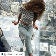 Skydeck  Chicago #Repost @shoko_shokolad .  #Chicago #Illinois #skydeck #theledge #willistower #windycity #neverGiveupDreaming #tripagain #mybestsummerforever #summer2015 #like #likeit #vsco #vscousa #vscocam #america #amazing #travel #trip #wonderful by workandtravelwat
