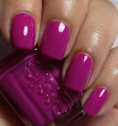 Colores de Carol: Essie - The Girls Are Out. Medium purple with subtle shimmer.
