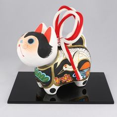 Japanese New Year, Japanese Toys, Japanese Art Styles, Asian Quilts, Traditional Toys, Japanese Folklore, Japan Image, Mascot Design, Kokeshi Dolls