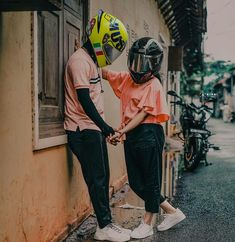 Cute Love Images, Cute Love Songs, Small Moral Stories, Bike Couple, Cute Couples Kissing, Kim Taehyung Funny, Grunge Photography, Romantic, Ds