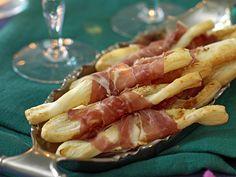 Smördegsstänger med skinka Pea Recipes, Summer Recipes, Italian Recipes, Antipasto, Prosciutto, Something Sweet, Parmesan, Pasta Salad, Pesto