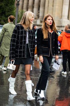 Street style : 40 looks Chanel repérés à la Fashion Week Jakarta Fashion Week, La Fashion Week, Look Fashion, Paris Fashion, Fashion Weeks, Berlin Fashion, Tokyo Fashion, Chanel Fashion, Female Fashion