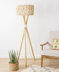 Nifty Crafts, Bois Diy, Tv Furniture, Wood Lamps, Boho Living Room, Tripod Lamp, Light Fittings, Floor Lamp, House Design