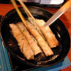 Vietnamesiska friterade vårrullar - Recept - Tasteline.com Lchf, Love Food, Sausage, Meat, Green Bean, Sausages, Chinese Sausage