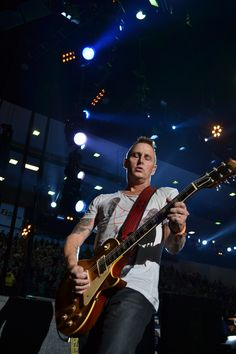Mike McCready on guitar in Missoula