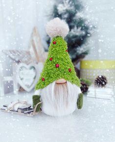 Christmas Gnome, Diy Christmas Ornaments, Holiday Crafts, Holiday Decor, Scandinavian Gnomes, Scandinavian Christmas, Wool Needle Felting, Natural Christmas, Craft Free