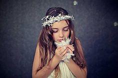 zuzig - Flowers in the hair. Folklore, Crown, Flowers, Hair, Fashion, Moda, Corona, Fashion Styles, Royal Icing Flowers