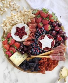 Charcuterie Recipes, Charcuterie Platter, Charcuterie And Cheese Board, Cheese Boards, Antipasto, Appetizer Recipes, Appetizers, Chef Recipes, Burger Recipes