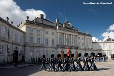 Tourist Stuff You Should Do in Copenhagen: Amalienborg Castle & The Changing Guard Copenhagen Tourist Attractions, Copenhagen Denmark, Urban Life, My Town, Helsinki, Oslo, Stockholm, Palace, Scandinavian