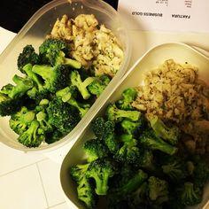Man kan äta gott fast man inte ska på restaurang! #foodporn #broccoli #fisk #jamie #oliver #mutant #oogies #whitecheddar #yolo