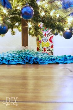 easy DIY artificial Christmas tree trunk tutorial at diyshowoff.com #christmastree #DIYchristmas