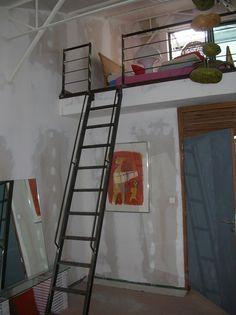 l chelle de meunier reste id ale pour acc der une chambre en mezzanine escalier echelle de. Black Bedroom Furniture Sets. Home Design Ideas