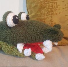 Krokodille Hånddukke Bean Bag Chair, Dinosaur Stuffed Animal, Knitting, Toys, Crochet, Animals, Sang, Decor, Amigurumi