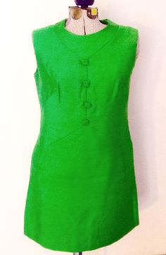 Gorgeous sixties Leslie Fay shift dress in emerald green, vintage size 42. About a 10/12 in today's sizing. Now available on Etsy! www.etsy.com/shop/attaboyvintage