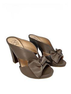 9e64a7d76f NR Fashion Shoes · Sandálias Verão 2019 · Tamanco Mule Cinza Couro