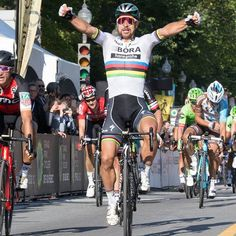 Peter Sagan wins the GP Quebec 2017 The victory of his career! Cycling News, Cycling Art, Road Racing, World Championship, Quebec, Victorious, Bicycle, Guys, Racing
