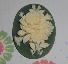 vintage resin green floral cameo cabochon - f1917
