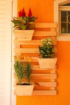 Create Simple Pallet Wood Projects To Enhance Your Home's Interior Decor Easy Woodworking Projects, Diy Pallet Projects, Wood Projects, Wooden Pallet Shelves, Wooden Diy, Wooden Pallets, House Plants Decor, Plant Decor, Wood Planter Box