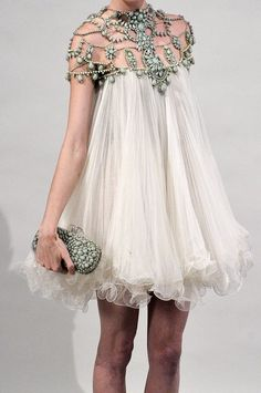 Celebrities who wear, use, or own Marchesa Spring 2011 RTW Beaded Neckline Chiffon Dress. Also discover the movies, TV shows, and events associated with Marchesa Spring 2011 RTW Beaded Neckline Chiffon Dress. Look Fashion, High Fashion, Fashion Design, Dress Fashion, Fashion Shoes, Paris Fashion, Fashion Models, Fashion Beauty, Fashion Trends