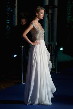 Taylor Swift Singer Taylor Swift arrives at Kensington Palace for the Centrepoint Winter Whites Gala on November 26, 2013 in London, England...
