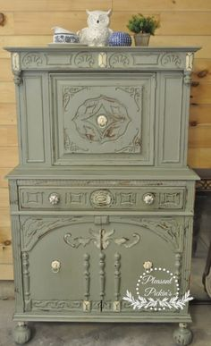Custom mix of Annie Sloan Olive Green and Duck Egg blue 50/50 with Old White highlights #chalkpaint #pleasantpickins