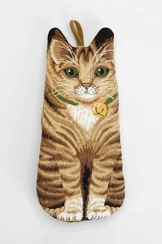 This kitten oven mitt ($14): | 25 Stylishly Clever Ways To Cover Your Body In Cats