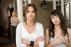 Elizabeth Banks as Rachel, Arielle Kebbel as Alex and Emily Browning as Anna in The Uninvited, 2009